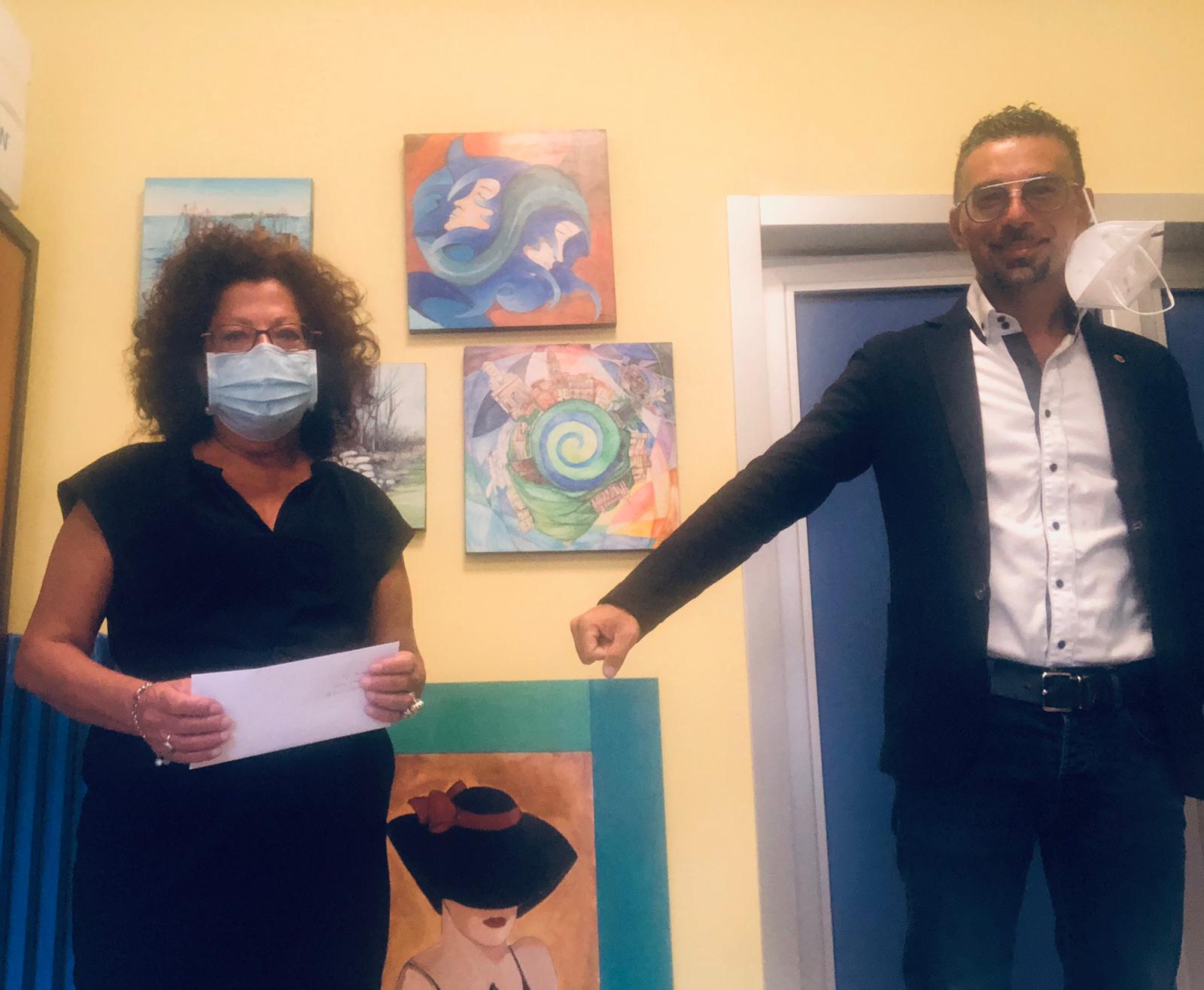 Presidente Aldo Minutillo con la dirigente Maria Rosaria Macera dell'Istituto Comprensivo Carducci Gaeta